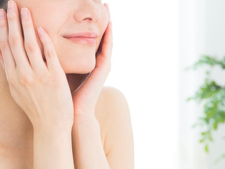 顔の乾燥から卒業したい!透明感のある肌に近づくための、毎日スキンケア