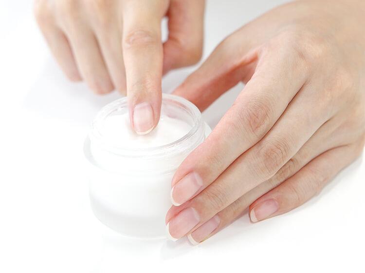 化粧品の使用イメージ